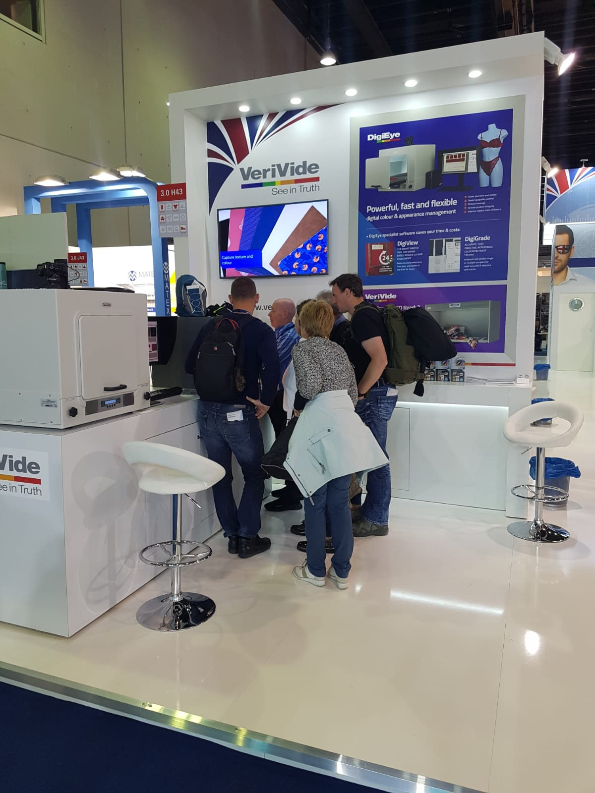 Demonstrating DigiEye/ DigiView and Colour Assessment Cabinets with LED POS