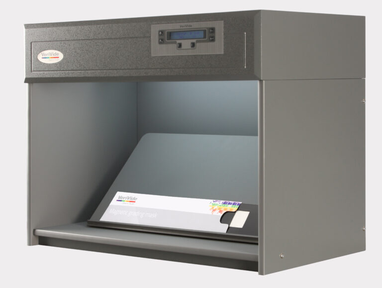 Colour assessment cabinet with magnet mask