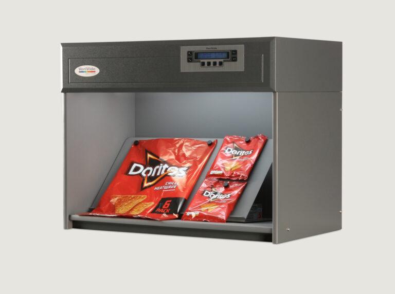 Crisp packaging inside colour assessment cabinet