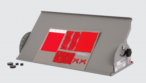 Tilting table with magnets and red textiles