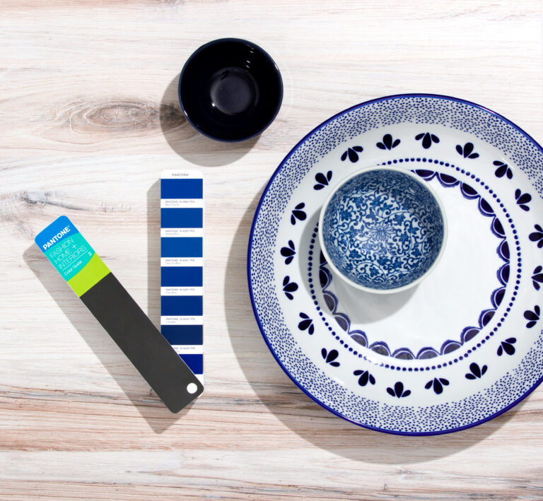 Fashion, home and interior Colour guide with plates