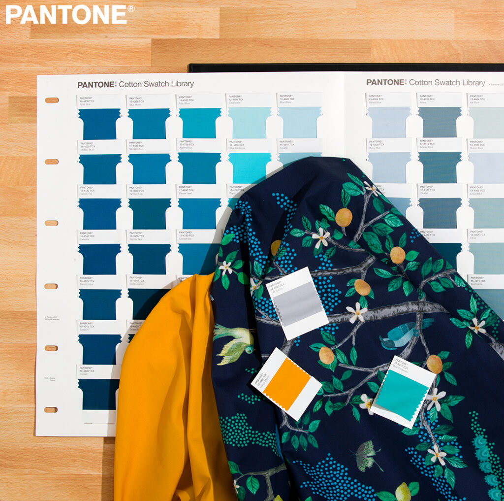 Pantone New Fashion, Home & Interior Range: 315 New Colours in a New Design and Layout